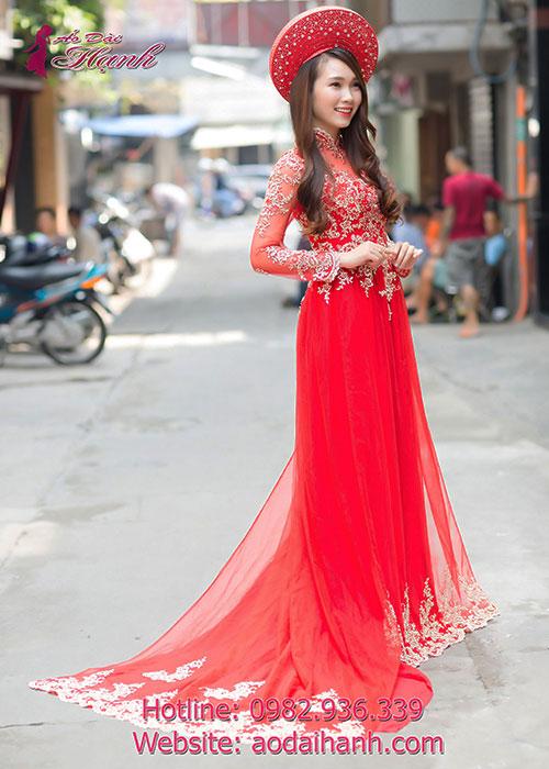 Áo dài cưới màu đỏ đuôi dài kết hoa ren nổi