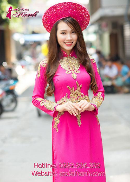 Áo dài cưới hồng sen với hoa văn sang trọng