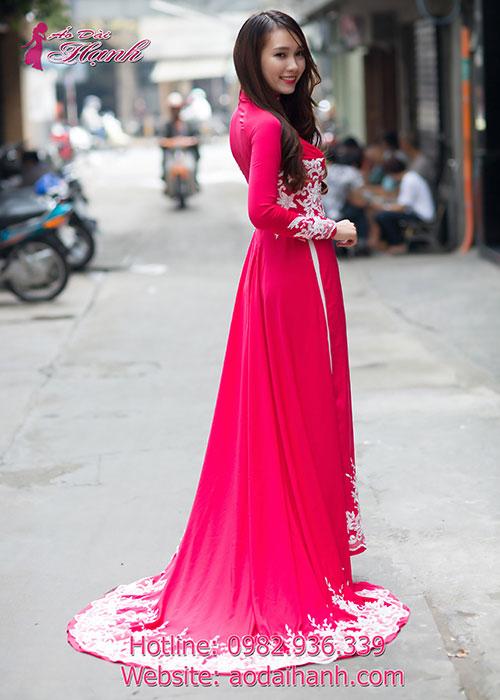 Sang trọng với áo dài cưới đuôi dài màu hồng cánh sen