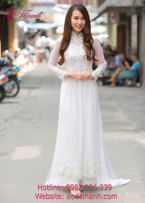 Áo dài cưới trắng đơn giản nhưng không kém phần quyến rũ