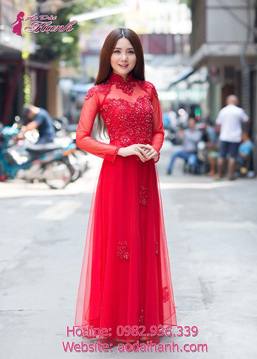 Áo dài cưới đỏ kết đá pha lê sang trọng rất tỉ mỉ