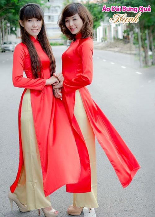 Áo dài lễ tân đỏ phi bóng tay dài