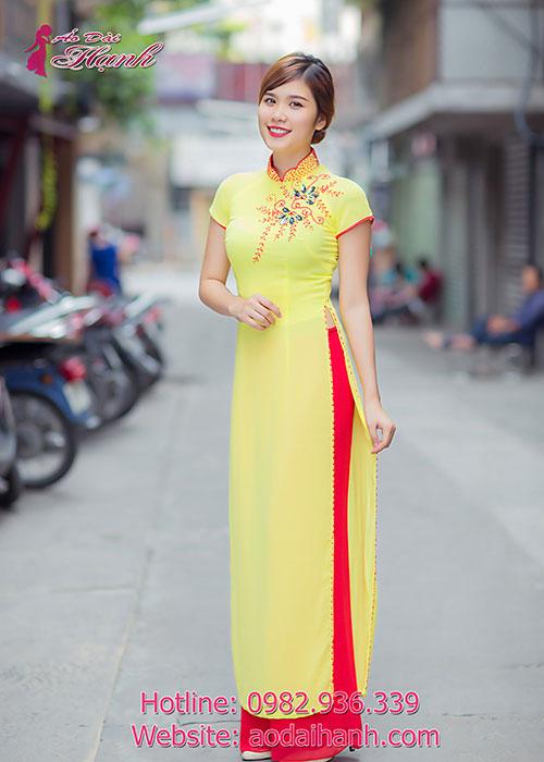 Áo dài đẹp màu vàng cúc đính pha lê sang trọng