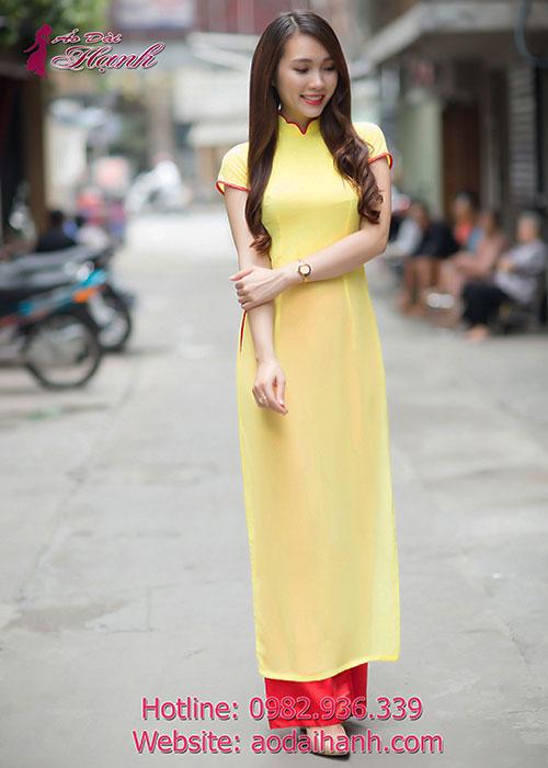 Mẫu áo dài bưng quả màu vàng sẽ là sự lựa chọn cho một không gian tiệc cưới