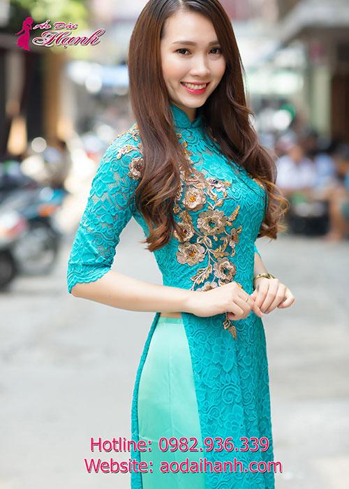 Áo dài ren nổi màu xanh