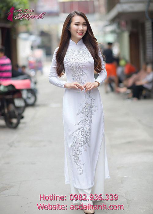 Áo dài trắng tôn dáng