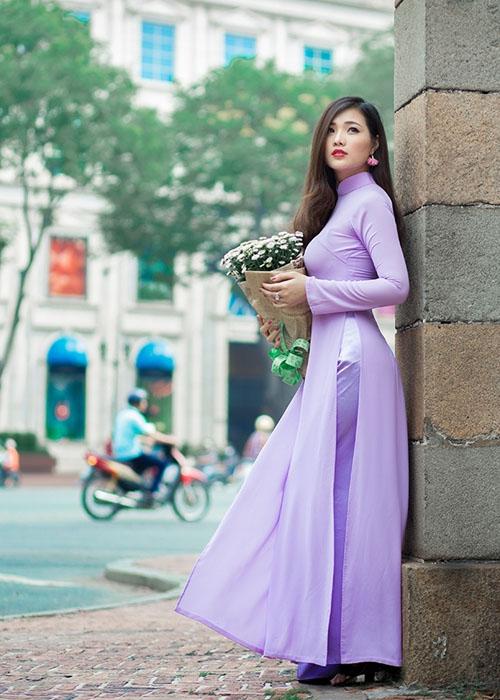 May áo dài lấy gấp cho khách nước ngoài 01