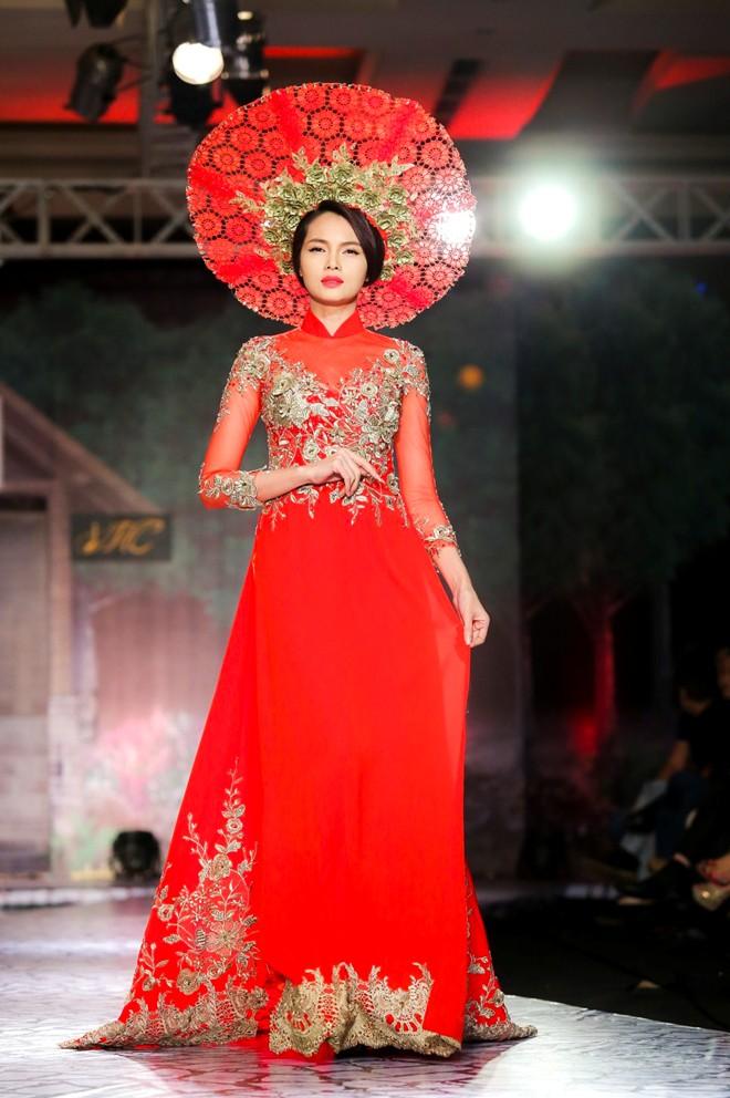 Áo dài cưới in hoa nổi 3D 03