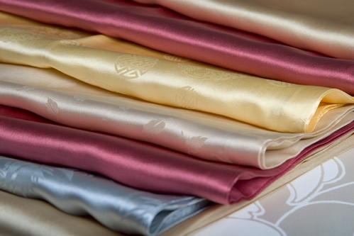 Cùng tìm hiểu các chất liệu vải may áo dài 05