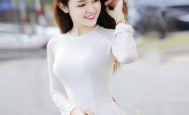 Áo dài cổ tròn thường được các bạn nữ chọn lựa để diện trong ngày tốt nghiệp