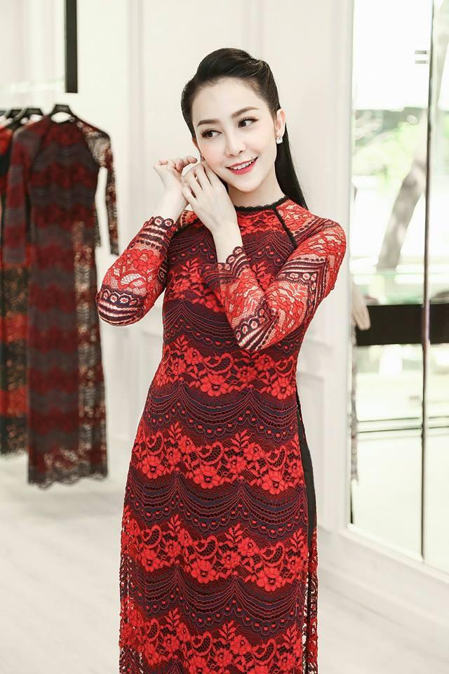 Áo dài truyền thống đại diện cho sự trang nghiêm, chuẩn mực của người phụ nữ