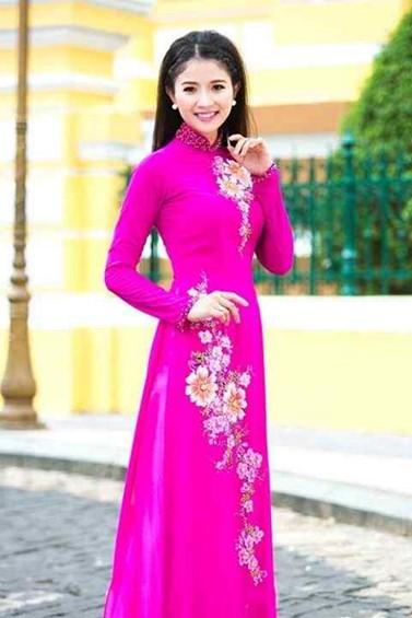 Áo dài màu hồng đậm quý phái