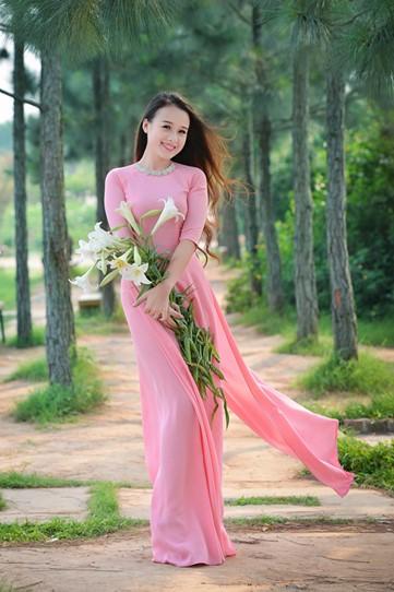 Áo dài màu hồng dâu thanh lịch