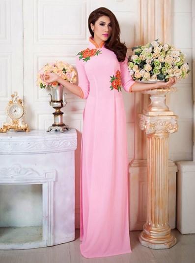 Áo dài màu hồng phấn nhẹ nhàng nữ tính
