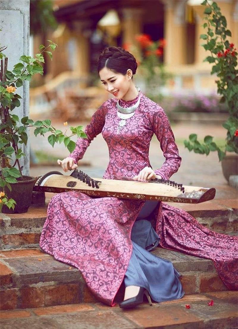 Áo dài truyền thống Việt được mặc nhiều vào dịp lễ, Tết