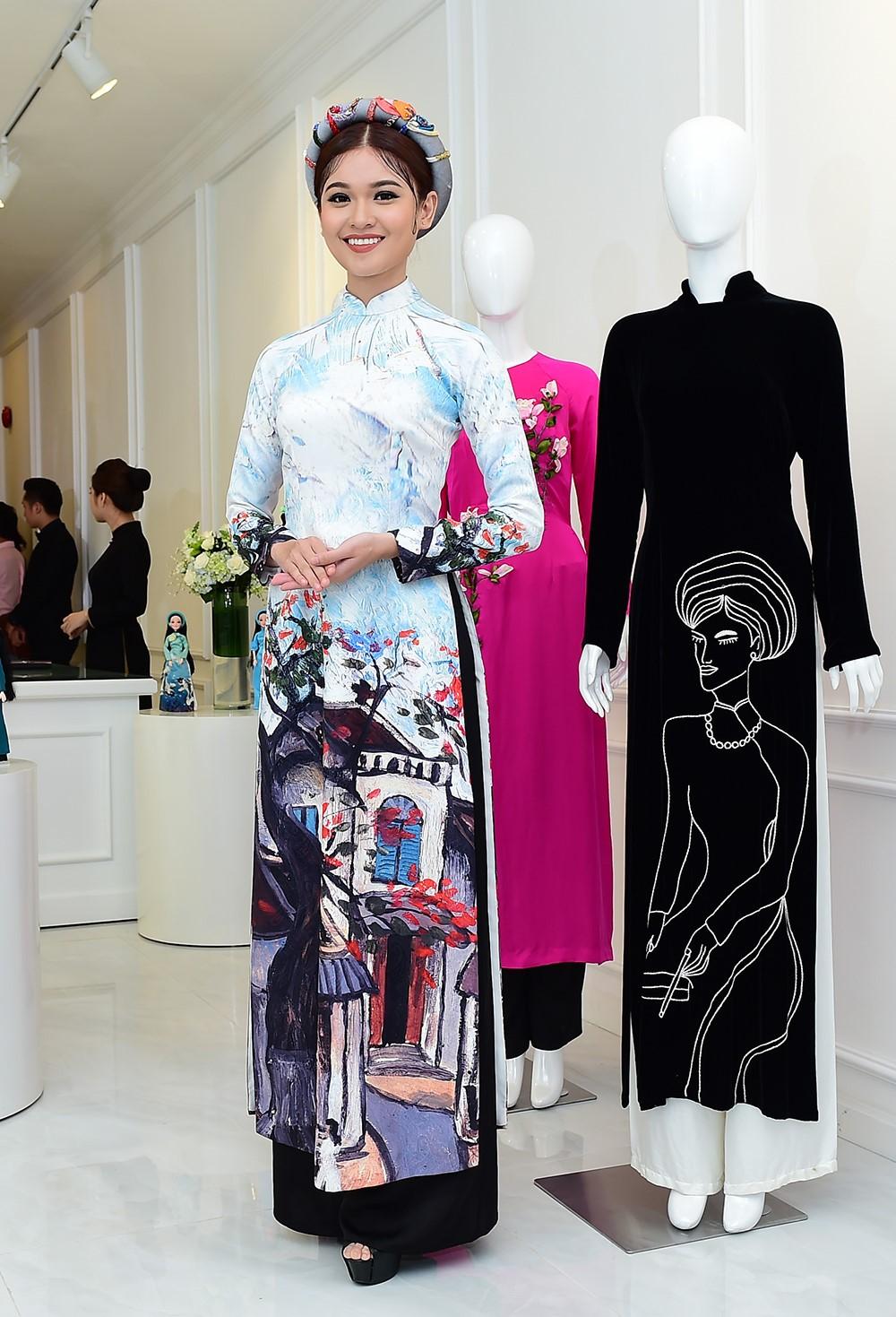 Áo dài với nhiều hình cách điệu thích hợp với các dịp dự sự kiện hay dạo phố