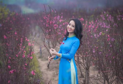 áo dài xanh da trời tươi tắn