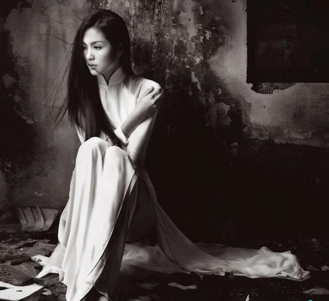 Bộ ảnh áo dài truyền thống Việt với nét đẹp buồn