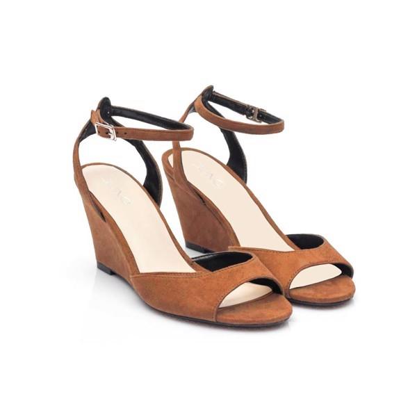 Giày có phần gót thu nhỏ thích hợp với bạn nữ dáng đậm
