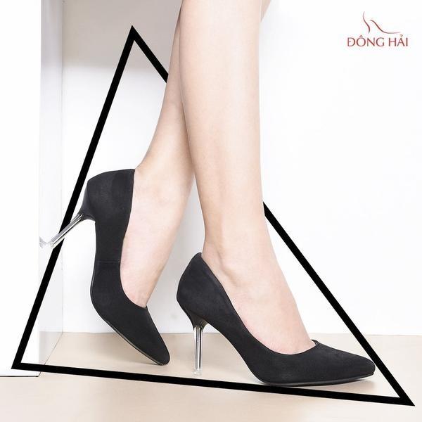 Giày gót nhọn là câu trả lời tốt nhất cho câu hỏi mặc áo dài mang giày gì
