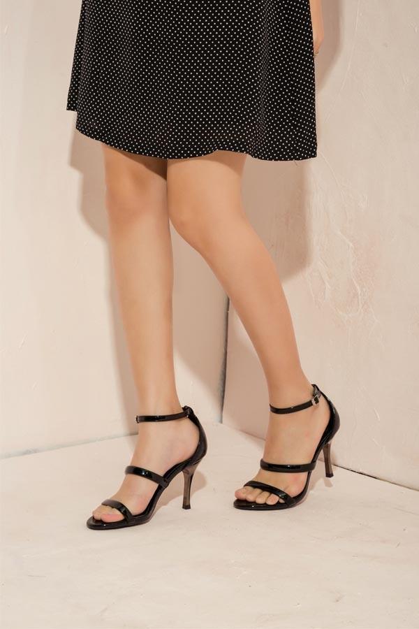 Giày sandal gót nhọn tạo phong cách nữ tính