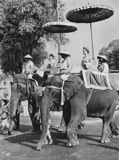 Hai Bà Trưng cưỡi voi ra trận. (Ảnh minh họa)