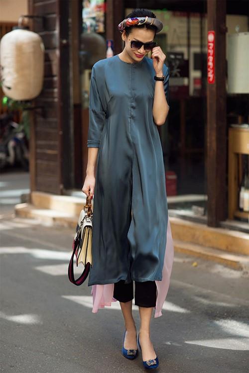 Khéo léo kết hợp áo dài cách tân với quần tây dài nhẹ nhàng