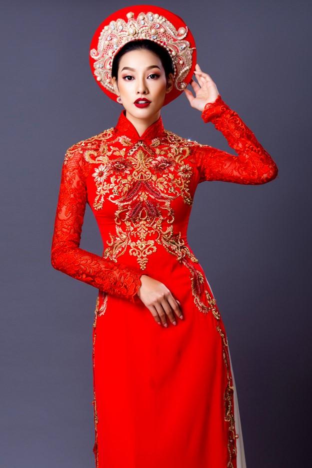 Áo dài cưới đỏ tươi đính cườm tay ren