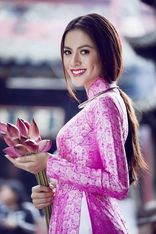 Áo dài cưới gấm màu hồng cánh sen truyền thống