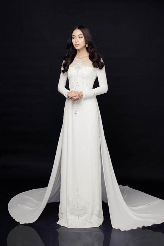 Áo dài cưới họa tiết hoa nổi đầy tinh tế