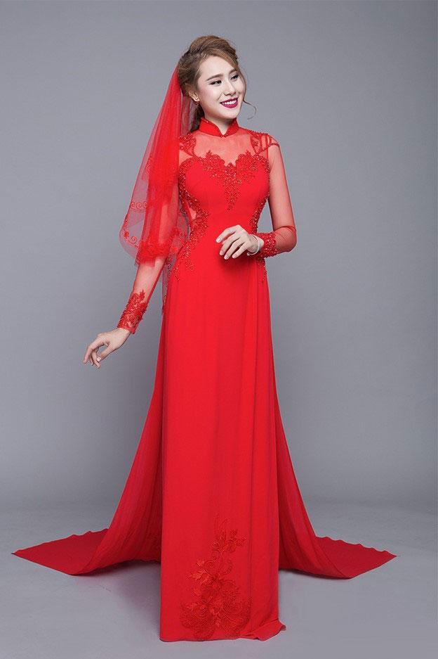Áo dài cưới màu đỏ voan cổ và tay xuyên thấu