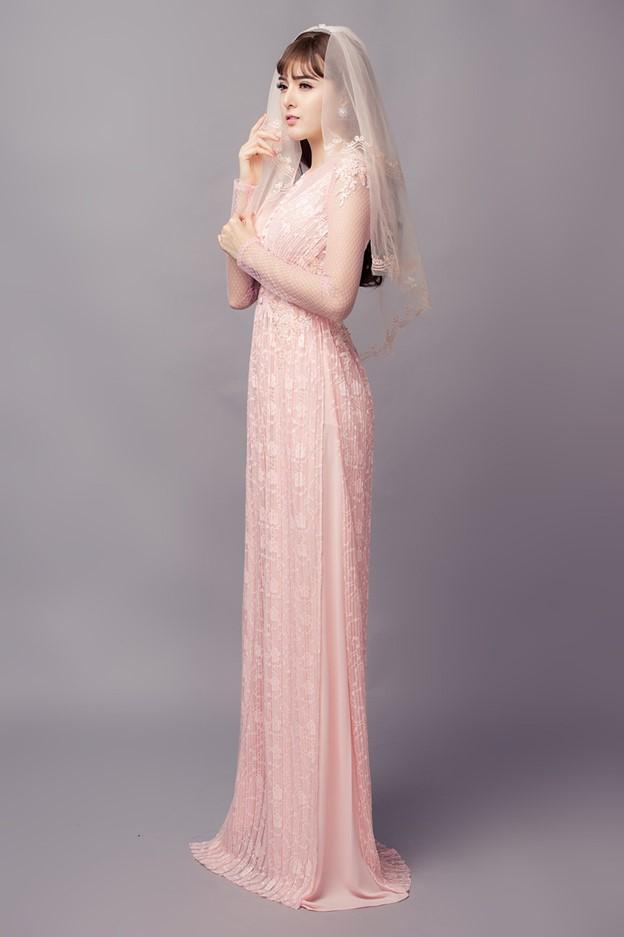 Áo dài cưới màu hồng nhạt với hoa baby