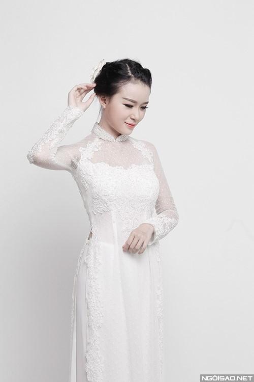 Áo dài cưới màu trắng đính đá kết ngọc trai xinh xắn