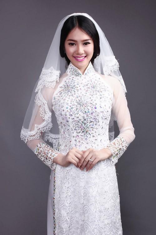 áo dài cưới màu trắng đính đá cho cô dâu