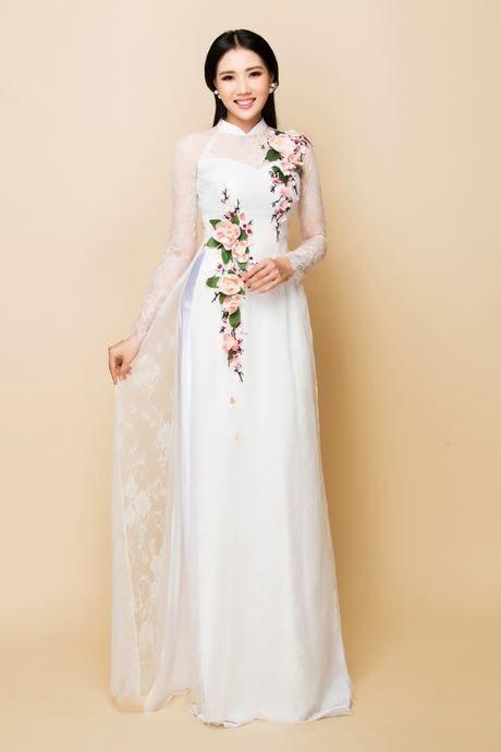 Áo dài cưới màu trắng thêu hoa
