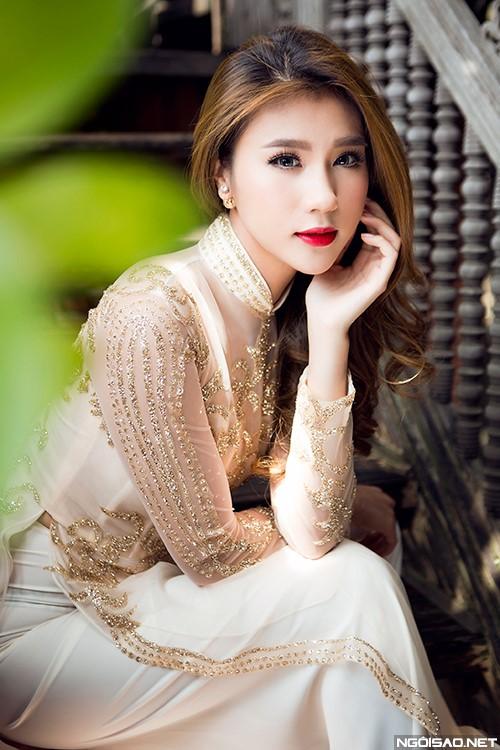 Áo dài cưới màu vàng đồng nhạt họa tiết ánh kim