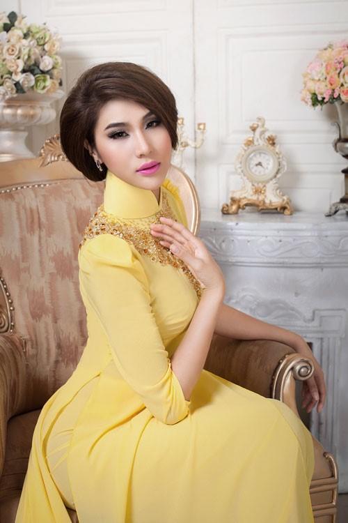Cách đính hạt cườm lên cổ áo dài như trang sức tạo vẻ đẹp quý phái