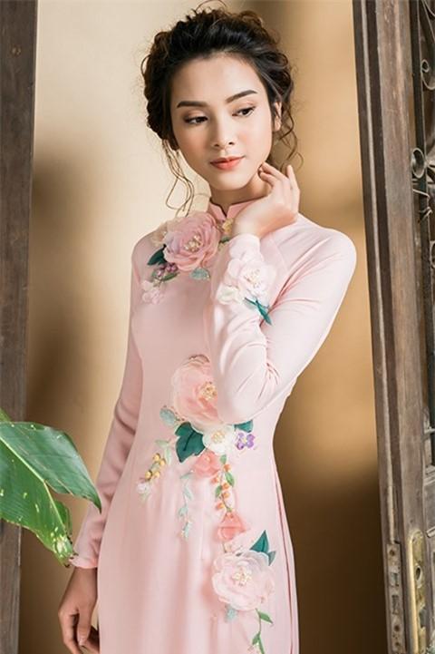 Dịu dàng và hiện đại, tinh tế với mẫu áo cưới kết hoa nổi