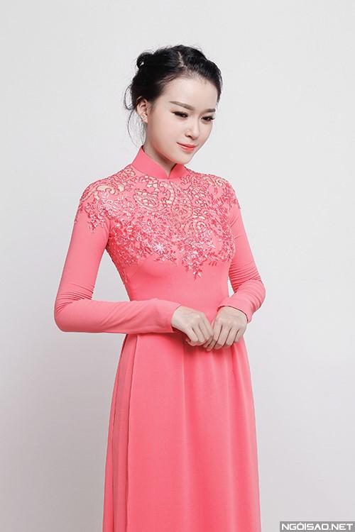 Dịu dàng với áo dài cưới màu hồng kết ren phần cổ áo
