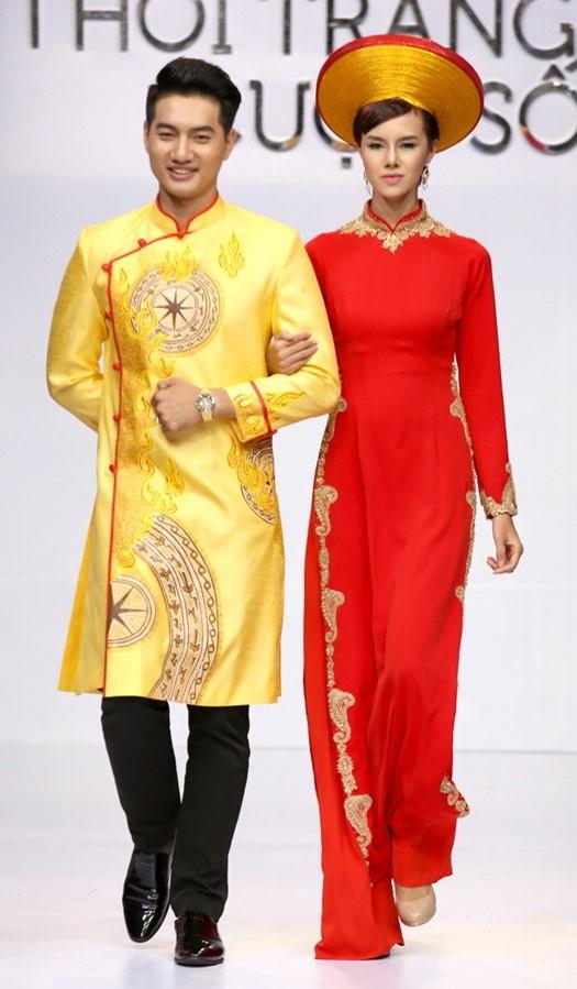 Đỏ - vàng là lựa chọn hàng đầu cho áo dài cưới cô dâu chú rể