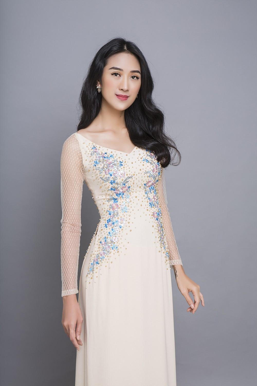 Mẫu áo dài trắng đính đá xanh