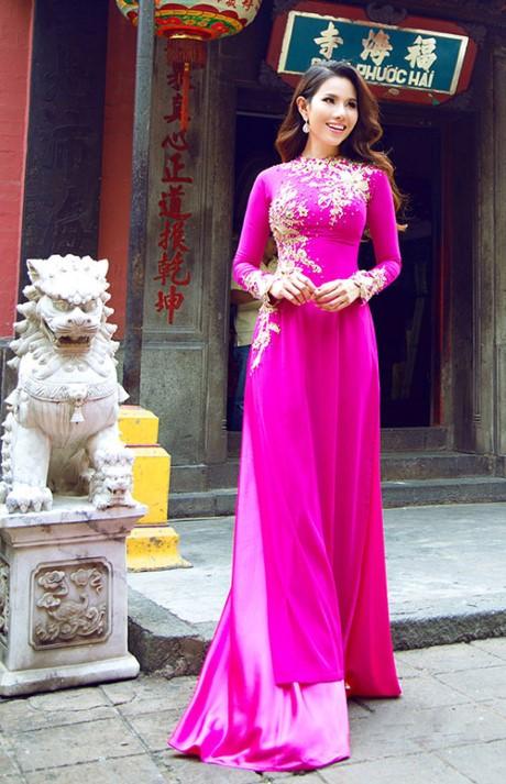 Thiết kế áo dài màu hồng cánh sen đầy tươi tắn, nổi bật