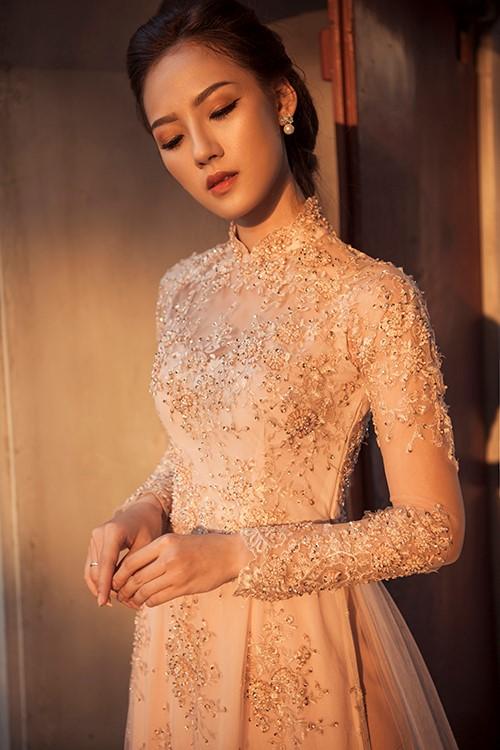 Tinh tế, hiền dịu với mẫu áo dài cưới kết cườm óng ánh