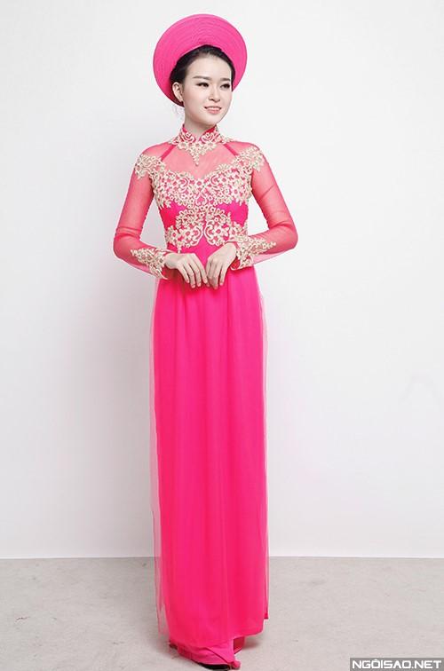 Tươi tắn với áo dài màu hồng kết hoa trắng
