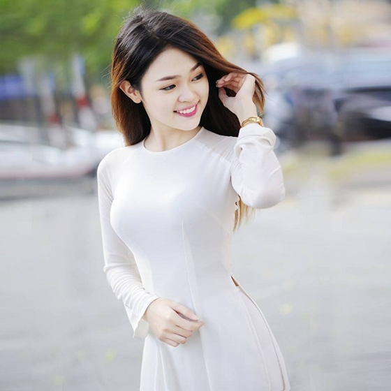 Áo dài cổ tròn tôn lên nét đẹp của các nữ sinh