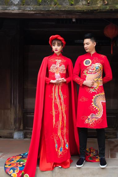 Hầu hết những chiếc áo dài cưới cách tân đều được trang trí theo họa tiết truyền thống