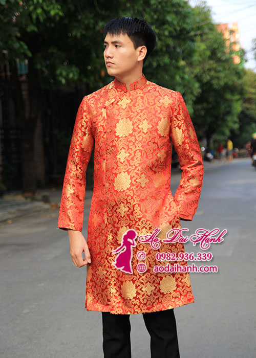 Áo dài nam màu đỏ vải gấm truyền thống